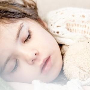 Dete se jako boji mraka i budi se noću. Kako mu pomoći?